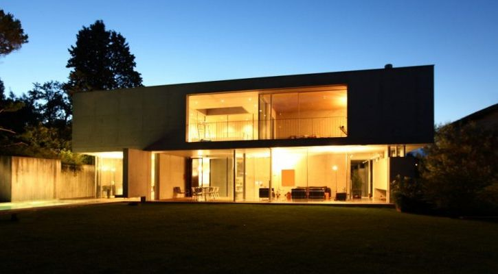 Modern solar house at night - Rudge Energy